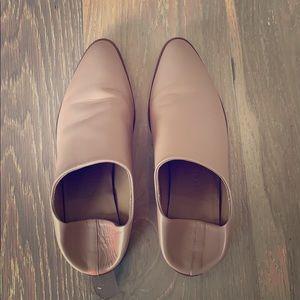 Everlane beige leather slides